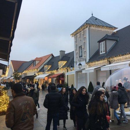 la vallee village outlet review